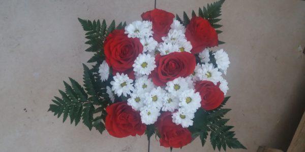 Kód: A003 obsah: růže, santina, zeleň cena:  650,-