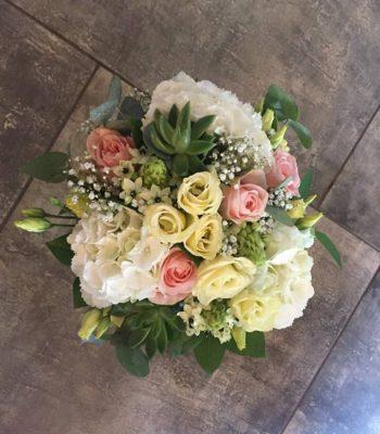 Kód: K005  obsah:  hortenzie, eustoma, růže, sukulent, ornithogalum, zeleň