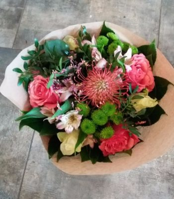 Kód: L007  obsah:  Růže, astromélie, eustoma, gypsofila, zeleň