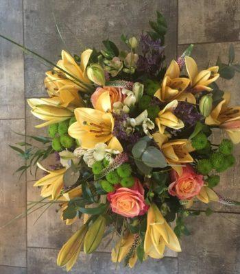 Kód: L013  obsah:  lilie,alstromelie,růže,santina,zelen