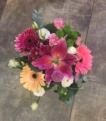 Kód: L033  obsah:  gerbera, lilie, eustoma, santina, trs. růže, zeleň