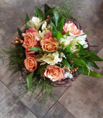 Kód: L029  obsah:  krátké růže, alstromélie, zeleň , držák