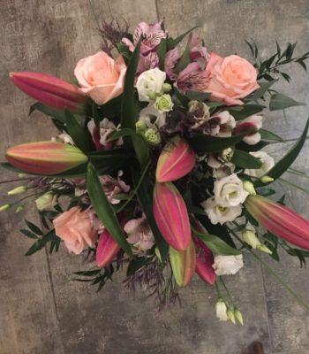 Kód: L037  obsah:  lilie,alstromélie, růže, eustoma,zeleňzeleň