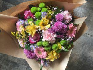 Kód: L040  obsah:  germina,růže,alstromélie,santina, karafiát, zeleň