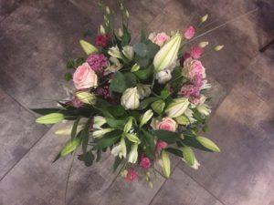 Kód: L041  obsah:  růže, lilie, alstromélie, eustoma, santina, zeleň