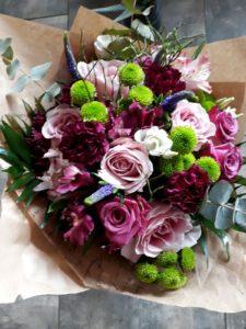 Kód: L042  obsah:  Kód: L041  obsah:  růže, lilie, alstromélie, eustoma, santina, zeleň