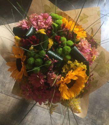 Kód: L055  obsah: slunečnice, santina, chryzantéma, alstromélie, zeleň